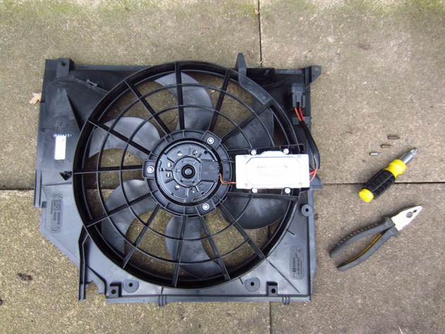 bmw e46 radiator fan impee's diy radiator electric fan change bmw e46 e46 fan wiring diagram at readyjetset.co